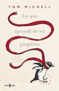 Portada del libro Lo que aprendí de mi pingüino, de Tom Muchell, donde aparece un pingüino con una bufanda roja en un fondo rosa claro.