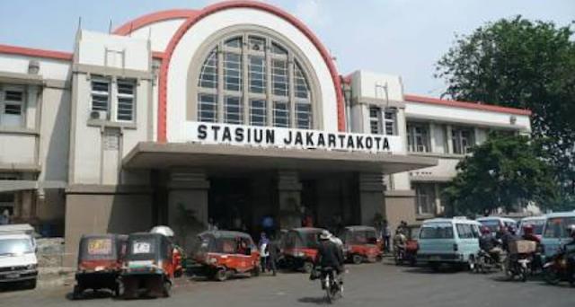 Sejarah berdirinya stasiun jakarta kota, stasiun kota atau beos