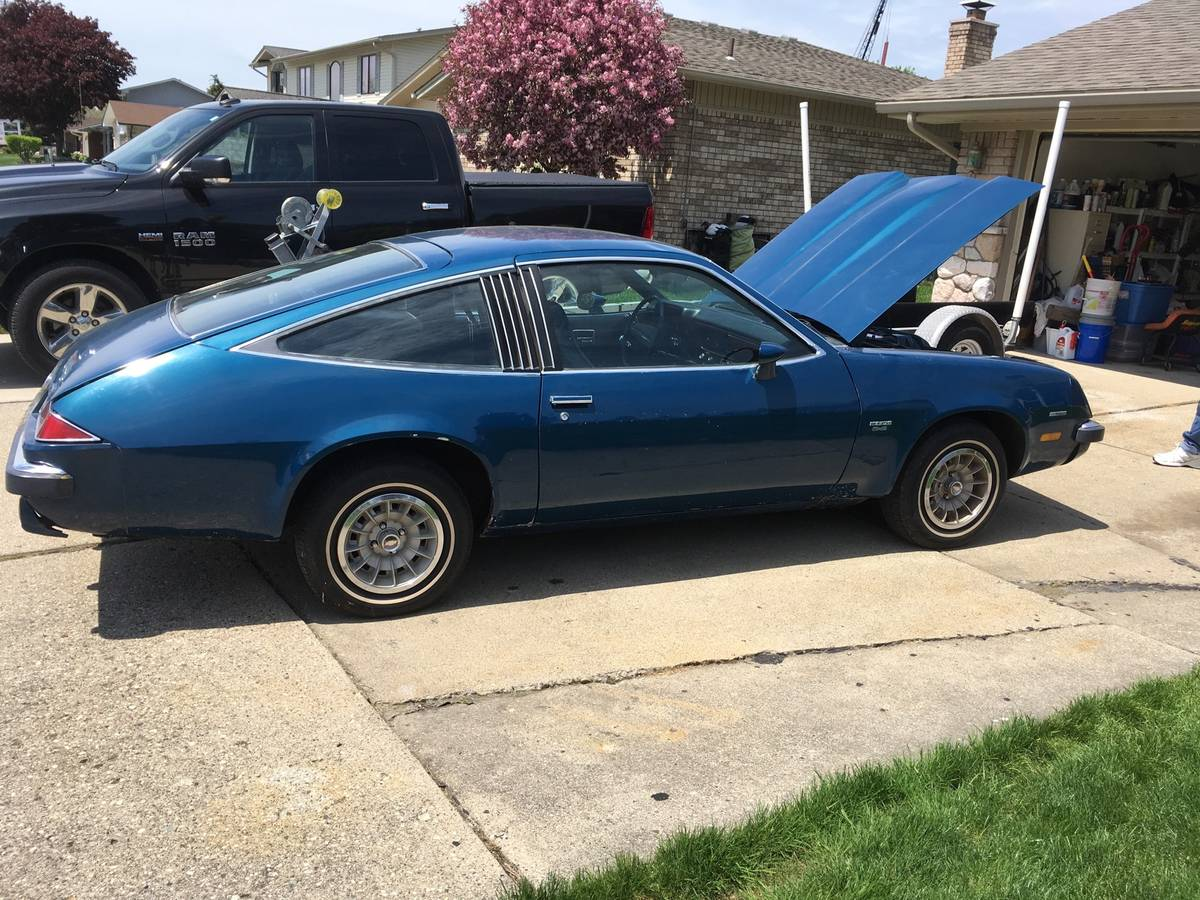 Daily Turismo 8 Cylinders 4 Speeds 1976 Chevrolet Monza