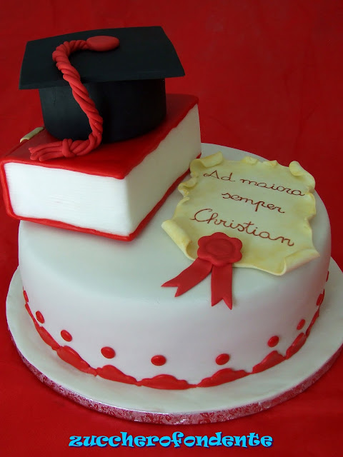 Zuccherofondente torta laurea for Decorazioni per torte di laurea