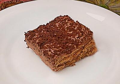 Tarta de galletas y crema de chocolate.