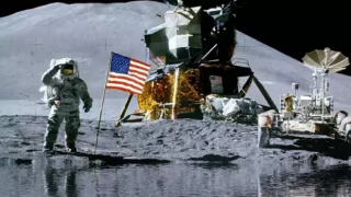 Scientists-discovered-water-on-Moon