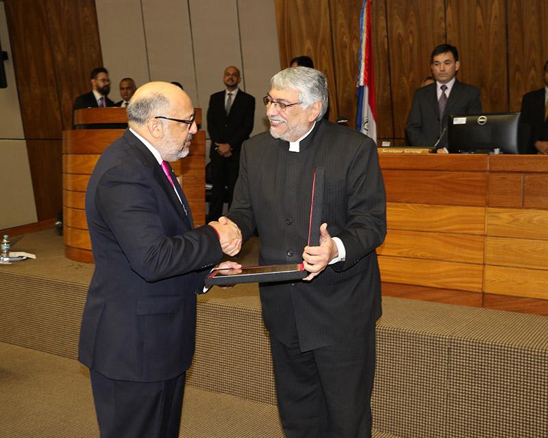 Senado paraguayo distingue a Embajador de República Dominicana, Marino Berigüete.