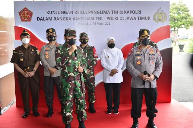 Panglima TNI dan Kapolri Tinjau Pelaksaan Vaksin 2.101 Personel di Polda Jatim