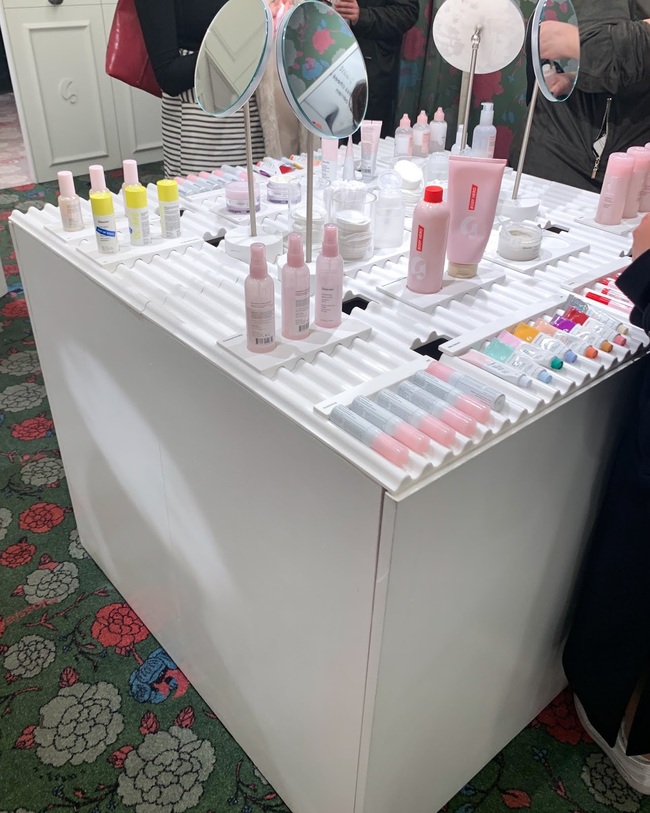 Glossier pop up London 2020
