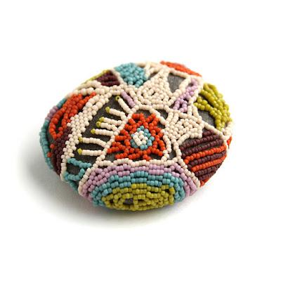 магазин необычных подарков из бисера  этно сувенир купить камень галька эко