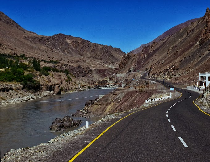 Enroute to Kargil with Indus River