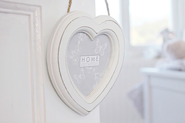 Shabby chic decor and Valentines treats