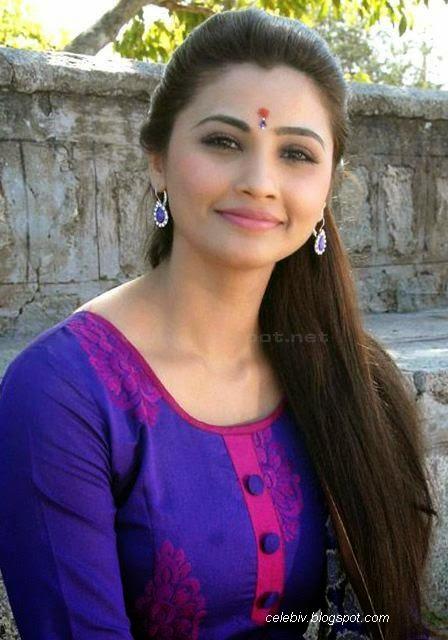 Daisy Shah punjabi dress