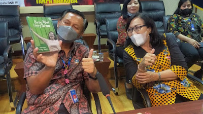 Selain Kunjungan, Santy Sastra Juga Menjadi Narasumber Podcast BNN Propinsi Bali