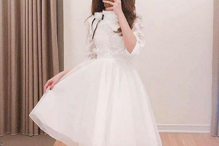 Tuyệt chiêu mặc váy trắng đẹp điên đảo và phối đồ với quần jean ôm
