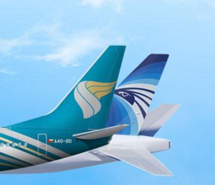 الطيران العماني ومصر للطيران يوقعان اتفاقية مشاركة بالرمز تضيف نقاط جديدة لشبكة خطوط الشركتين