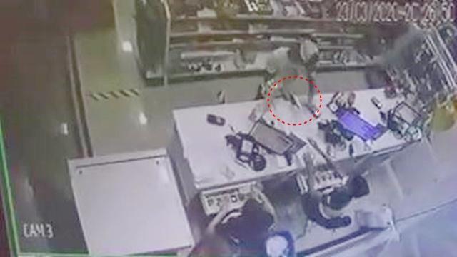 Vídeo: Bandidos assaltam farmácia, na noite da ultima terça 23/03 em Patos