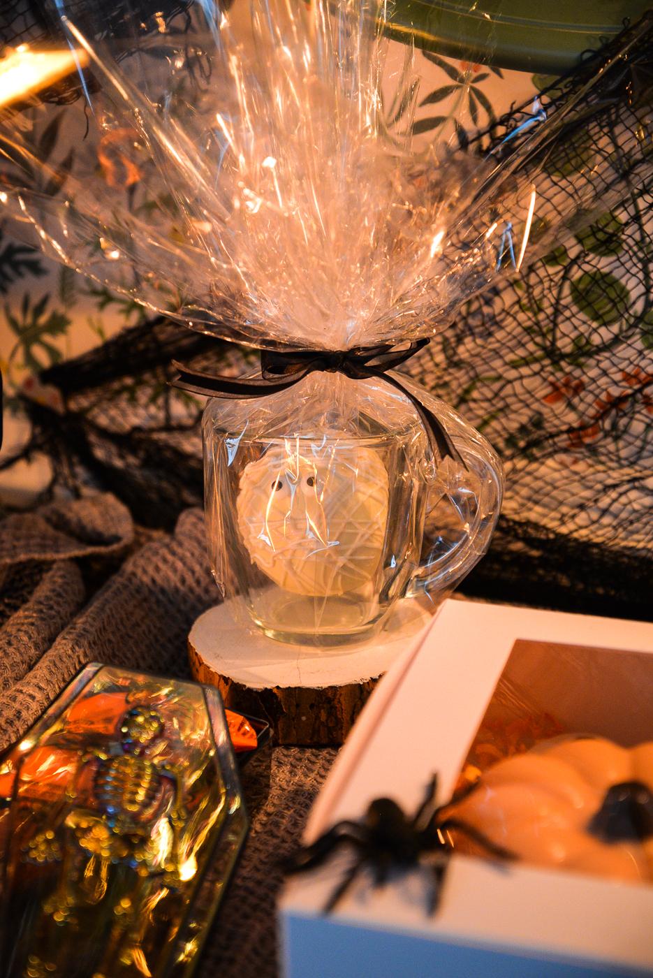 halloween hot chocolate bomb, mummy hot chocolate bomb