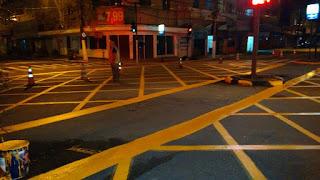 Na Av. Feliciano Sodré, a marcação de área de conflito no cruzamento com a Rua Rui Barbosa foi feita à noite