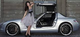 Katja Herbers posing for picture with classic car