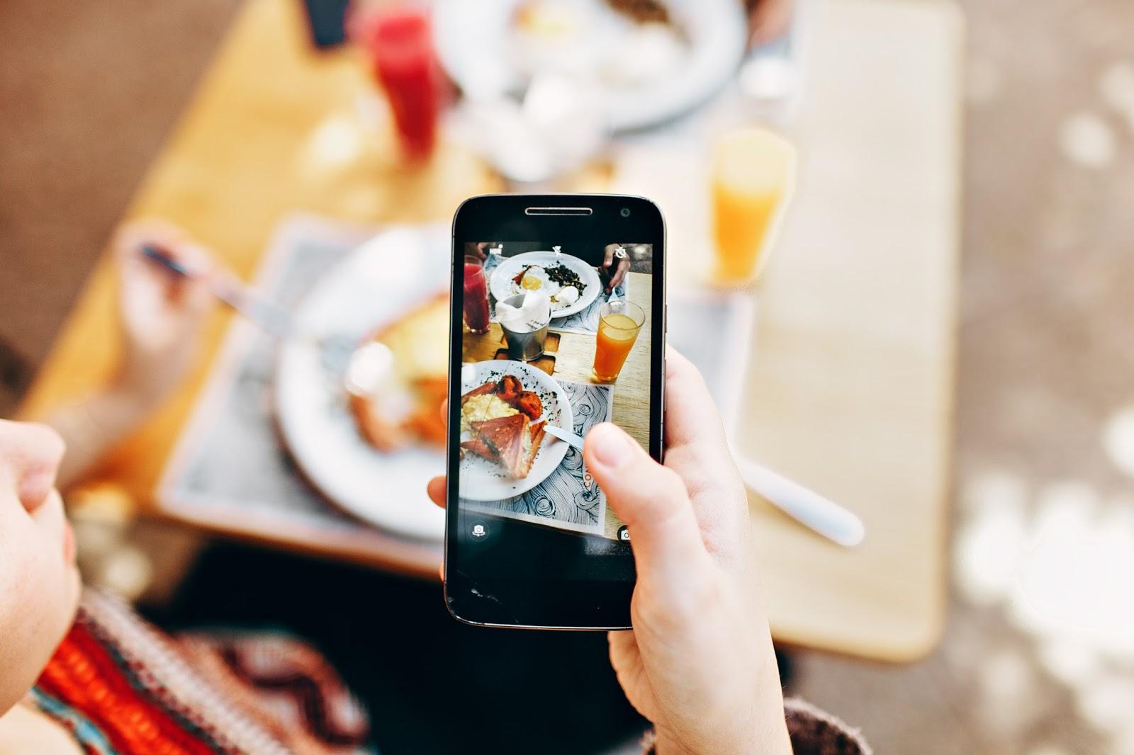 Dilema Foto Dulu Sebelum Makan