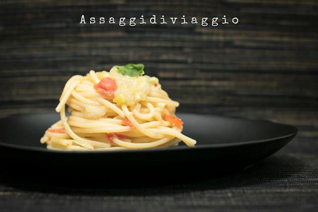 """Spaghettoni ai cipollotti e peperoncini de """"Il luogo di Aimo e Nadia"""""""