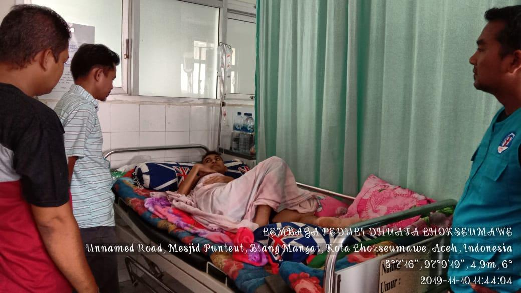 Pemuda dari keluarga prasejahtera menderita kanker Usus dan Tumor, saat ini terbaring lemes dirumah sakit