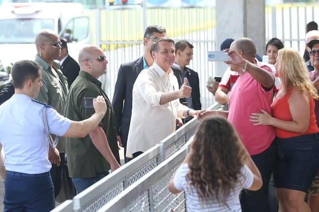 Bolsonaro sanciona lei que pune incitação ao suicídio pela internet
