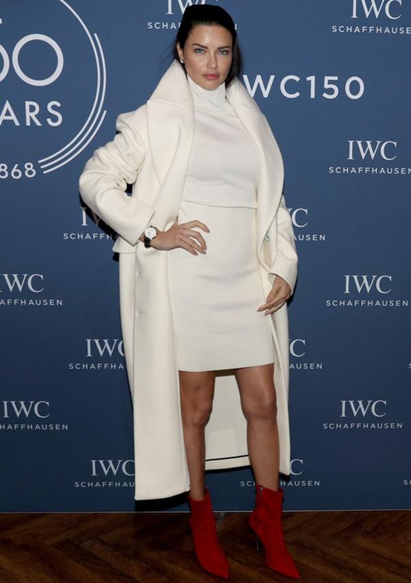 adriana-lima-beyaz-elbise
