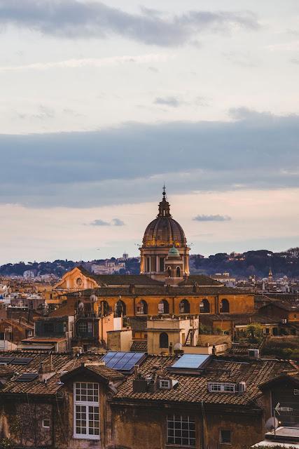 Вид с верху на базилику Святого Петра в Ватикане