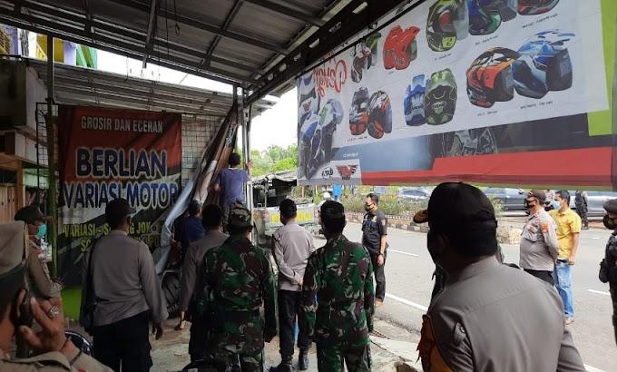 Tim Gabungan TNI-Polri dan Satpol-PP Lampung Utara Tertibkan Baliho FPI