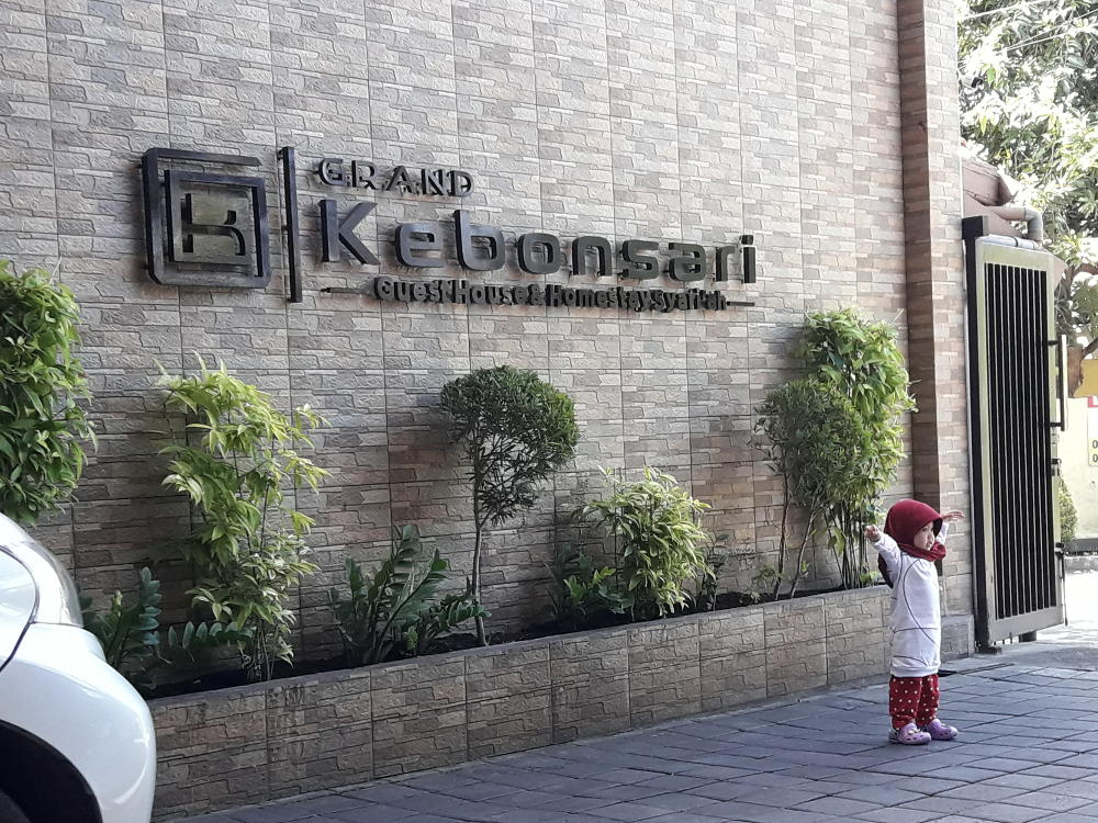 Staycation di Grand Kebonsari Guest House & Homestay Syariah