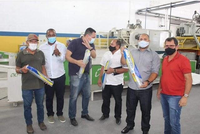 Prefeito de Esplanada visita fábricas no intuito de fazer parcerias para instalação no município