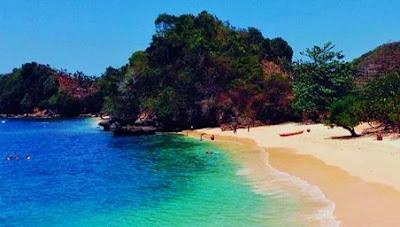 Foto Pantai Tiga Warna Malang