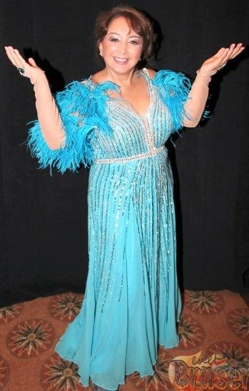 Foto de María Antonieta de las Nieves con vestido largo