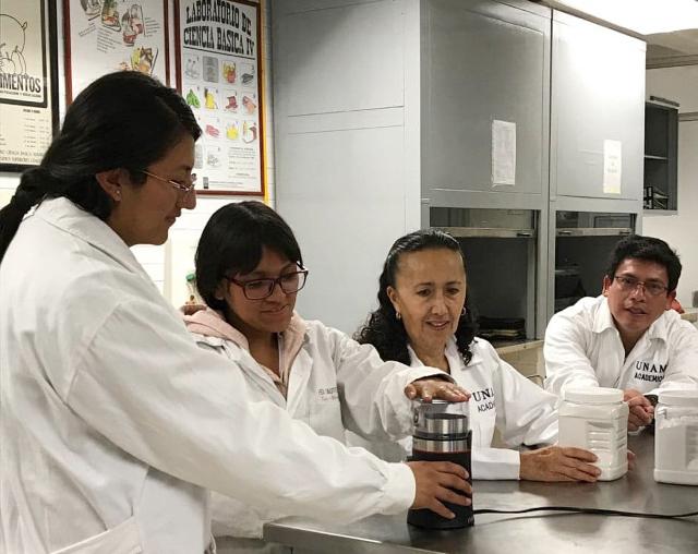 Con harina de frijol, universitarios preparan brownies altamente nutritivos