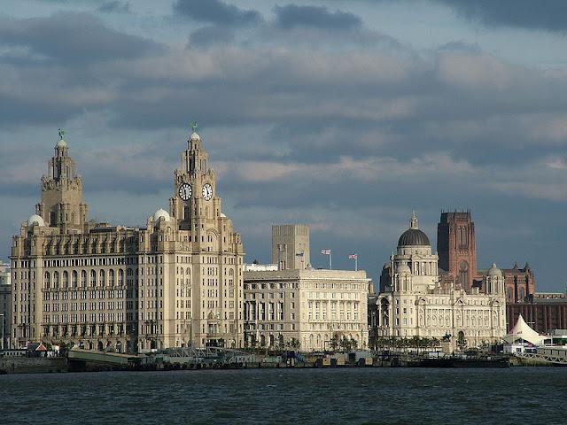Что посмотреть в Ливерпуле бесплатно: Лайвер Билдинг, Кунард Билдинг и Порт Ливерпуля