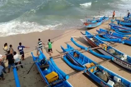 Ombak 4 Meter Hantam Pantai Baron, 5 Kapal Nelayan Rusak