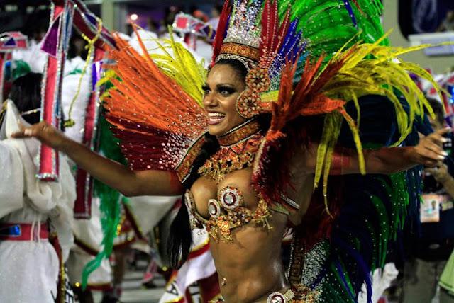 Ρίο Ντε Τζανέιρο: Σάμπα μέχρι τελικής πτώσεως (βίντεο)