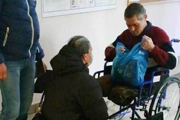"""В Казани волонтёрам пришлось """"отбивать"""" инвалида от рабовладельцев, которые заставляли его попрошайничать"""