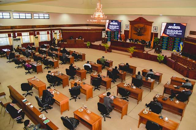 Gubernur NTB Sampaikan Penjelasan Raperda Pertanggungjawaban APBD 2019