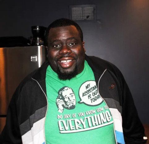 US-based Comedian Chris Cotton dies at the age of 32, week before birth of first child.
