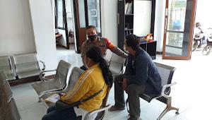 Kunjungi Kelurahan Andir Bripka Saepudin Polisi Baleendah Polresta Bandung Imbau Prokes 5M