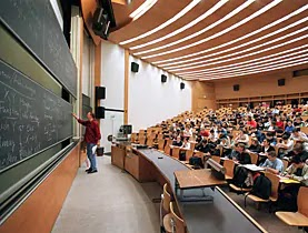 ما هي معدلات القبول في الجامعات خارج الأردن