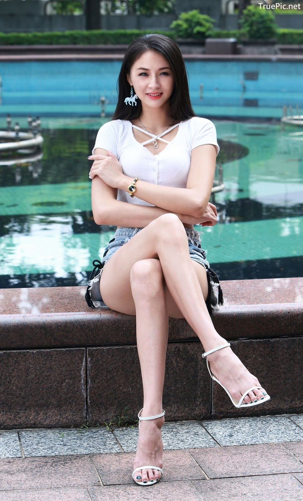 Image-Beautiful-Taiwanese-Girl-Lola-雪岑-Perfect-Long-Legs-Baby-TruePic.net- Picture-9