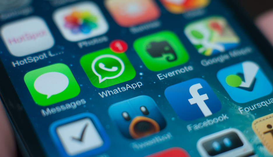 WhatsApp private messaging WhatsApp Face ID: For iPhone 5s and above models WhatsApp Setting How to enable Face ID for WhatsApp WhatsApp: Chats more secure now