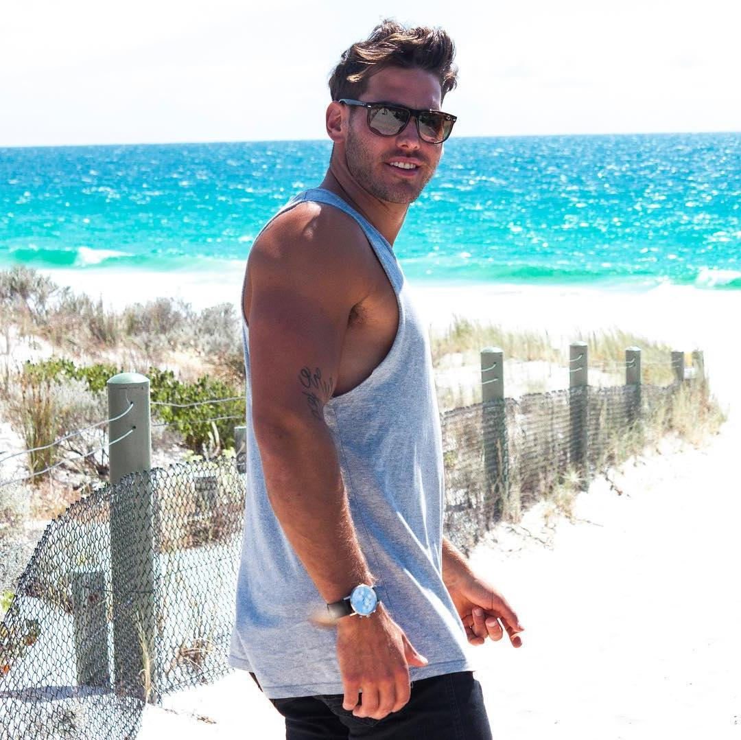 beefy-one-night-stand-bro-sunglasses-big-arms-smiling-male-model