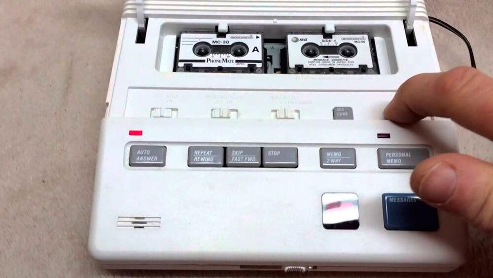 Maquina contestadora antigua