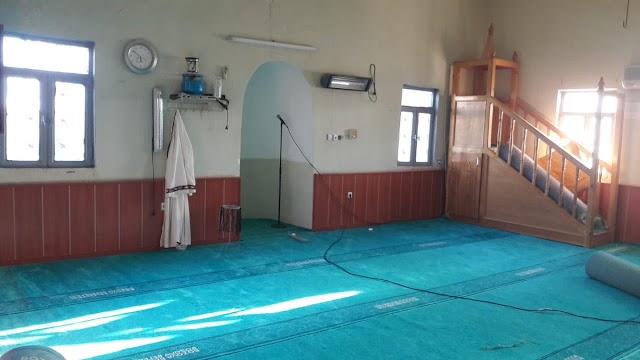 Akmağara ve Karpuzlu camilerinin halıları yenilendi