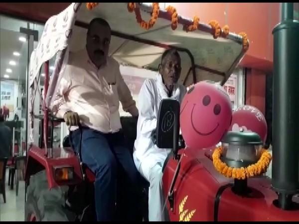 কোদাল দিয়ে একা ৩ কিলোমিটার ক্যানেল কেটে বৃদ্ধ  চাষি পেলেন নতুন ট্রাক্টর