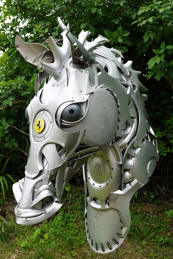 04-Horse-Head-Ptolemy-Elrington-Hubcap-Creatures-and-other-Car-Parts-Animal-Sculptures-www-designstack-co