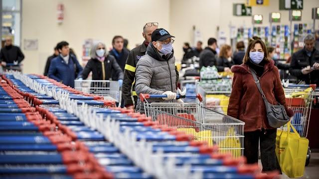 Kiderült: a magyar boltok majdnem felében egymás hegyén-hátán vannak az eladók és a vásárlók is