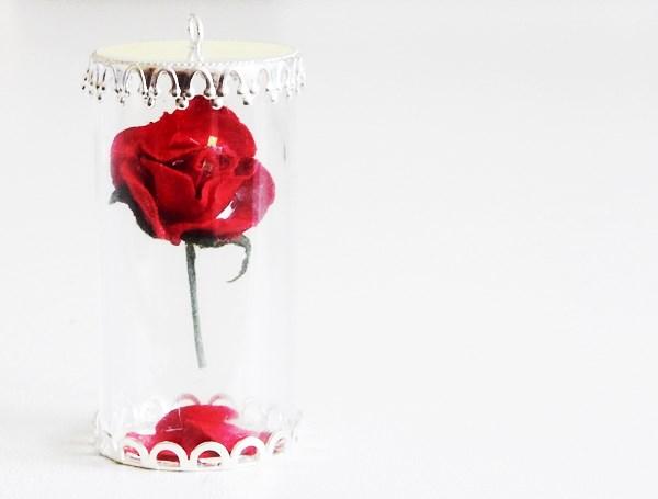diy la rose de la belle et la b te en pendentif caro. Black Bedroom Furniture Sets. Home Design Ideas
