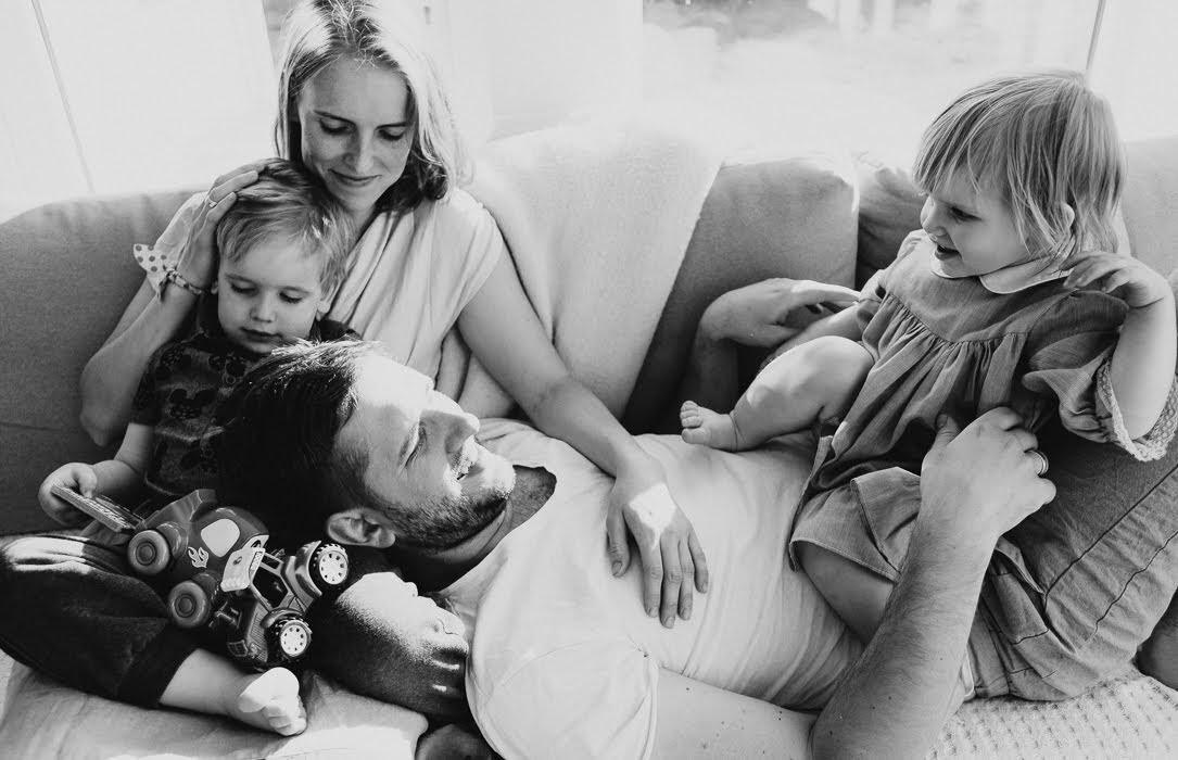 ģimenes foto sesija mājās
